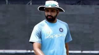 टेस्ट टीम से बाहर किए गए रोहित शर्मा बीच पर बहा रहे पसीना