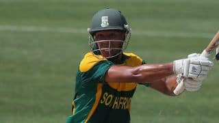 Fortuin departs as South Africa reach 27/1 in 10 overs