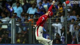 IPL 2017: Watch Guptill's 'one-handed' screamer that won hearts during KXIP vs MI clash