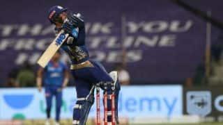 प्रैक्टिस पैंट्स में बल्लेबाजी करने पर कोच जयवर्धने ने लगाई क्विंटन डी कॉक की क्लास, बोले...