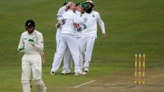 Dale Steyn leaves New Zealand stuttering on 15/2 at lunch on Day 2