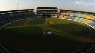 Ranji Trophy 2013-14: Mumbai's batting collapse gives Gujarat advantage
