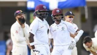 Patient Darren Bravo helps West Indies extend lead against England