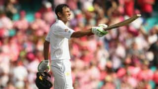 Younis Khan completes 10,000 runs in Test cricket