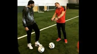 Watch Harbhajan Singh giving spin-bowling tips to ex-Arsenal footballer Ray Parlour