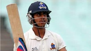 Manoj Tiwary safe after being hit by bouncer