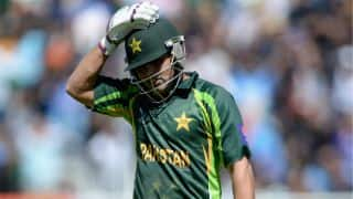 Kamran Akmal requests PCB and PM Nawaz Sharif to reconsider him in international cricket
