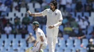 India restrict South Africa for 335 at lunch, Day 2