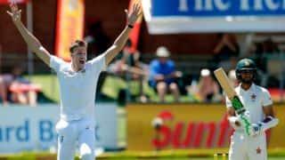 Pink-ball Test, Day 2, Tea: South Africa enforce follow-on, Hamilton Masakadza's injury adds to Zimbabwe's miseries