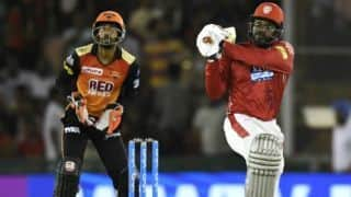 SRH vs KXIP, Updates: Pandey, Shakib hold fort