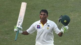Younis Khan completes 8,000 runs in Test cricket