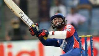 Dinesh Karthik and Kedar Jadhav dismissed quickly even as Kevin Pietersen looks solid for Delhi Daredevils against Kings XI Punjab in IPL 7 match