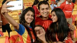 IPL 2015: Royal Challengers Bangalore fans hopeful that their team will make it to the play-offs after win against Kings XI Punjab