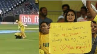 IPL 2018: Watch Fan touched MS Dhoni's feet during match against Rajasthan Royals in Pune