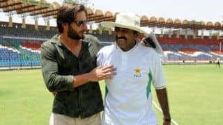 Javed Miandad advises cricketers to avoid speaking on political issues