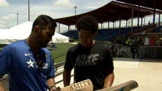 Watch MS Dhoni give cricket lessons to baseball player Jon Jay