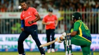 Pakistan vs England 2015, 3rd T20I at Sharjah: James Vince's steadying knock, Shoaib Malik's valiant top-score, Chris Jordan's constricting super over and other highlights