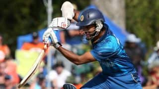 ICC Cricket World Cup 2015: Dimuth Karunaratne dismissed for 8 by Solomon Mire