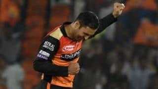 हैदराबाद की शानदार गेंदबाजी, मुंबई को 136 रन पर रोका