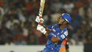 Lendl Simmons dismissed as Mumbai Indians eye surge against Royal Challengers Bangalore in IPL 2015