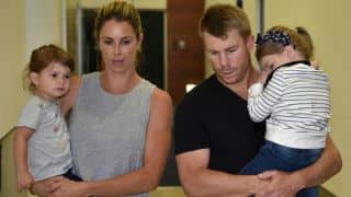 गेंद से छेड़छाड़ मामले में बैन होने के बाद परिवार के साथ समय बिता रहे हैं डेविड वॉर्नर