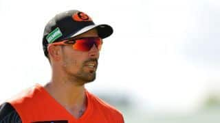 Mitchell Johnson grabs 7 for -35? You read that right