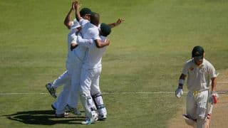 Australia take lunch on Day 3 of 2nd Test tottering at 205/8