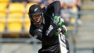 New Zealand off to a shaky start against Australia in ICC Cricket World Cup 2015 final