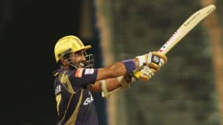 Robin Uthappa dismissed for 14 by Dhawal Kulkarni against Rajasthan Royals in IPL 2015