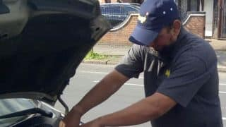 PHOTO: Guess how Saqlain Mushtaq uses doosra on cars?