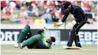 न्यूजीलैंड के खिलाफ शोएब मलिक के सिर पर लगी गेंद, नहीं पहना था हेलमेट