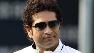 Sachin Tendulkar congratulates Kumar Sangakkara for scoring 4 consecutive centuries in ICC World Cup 2015