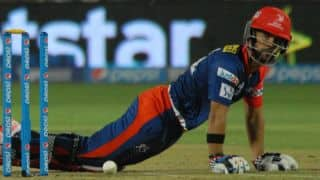JP Duminy, Yuvraj Singh dismissed off consecutive deliveries in IPL 2015 match against Sunrisers Hyderabad
