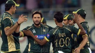 Pakistan take two quick New Zealand wickets to come back into the match