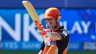 David Warner's 61 lifts Sunrisers Hyderabad to 155/6 against Royal Challengers Bangalore in IPL 2014