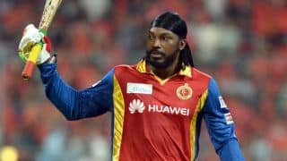 IPL 2015: Chris Gayle scares away Yuvraj Singh with his bat
