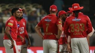 RCB vs KXIP: Umpire pockets the ball and then forgets causing delay