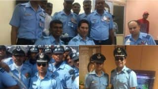PHOTO: Sachin Tendulkar spends time with Indian Air Force officials