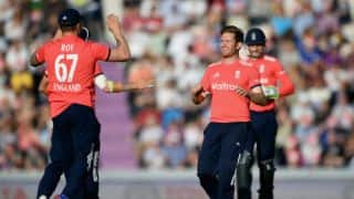 Dawson helps England keep Sri Lanka to 140 in only T20I