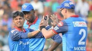 दिल्ली ने टॉस जीतकर चुनी गेंदबाजी, लामिछाने की जगह मॉरिस को मौका