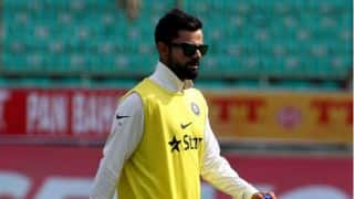 Virat Kohli acts as 12th man during 4th Test vs Australia, Twitter reacts