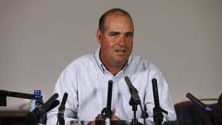 England should stick with Ashley Giles, says Mickey Arthur