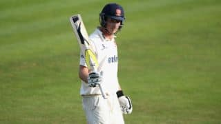 Essex batsmen punish wayward Australian bowlers