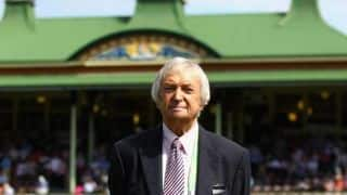Richie Benaud to resume commentary a year after car accident