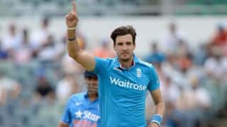 England bowl India out for 200 in 6th ODI
