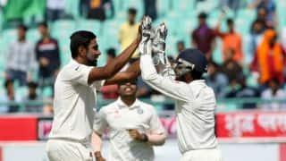 धर्मशाला टेस्ट, डे रिपोर्ट: डेब्यू मैच में कुलदीप का 'चौका', ऑस्ट्रेलिया पहली पारी में 300 पर ऑलआउट