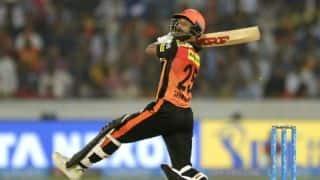 Dhawan completes 4,000 IPL runs