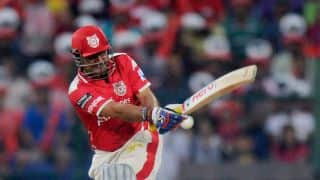 Sehwag out early in chase of 164