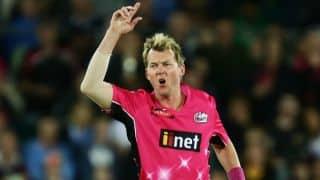 Brett Lee's last two wickets in Big Bash League 2014-15 final
