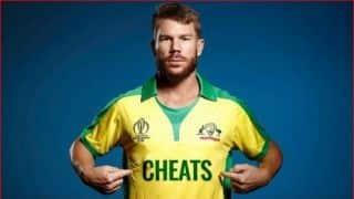 बार्मी आर्मी ने विश्व कप से पहले जारी किए वार्नर के चीट्स लिखे पोस्टर
